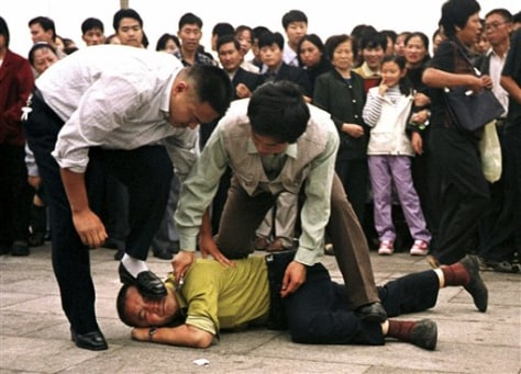 Image: Falun Gong protest, 2000