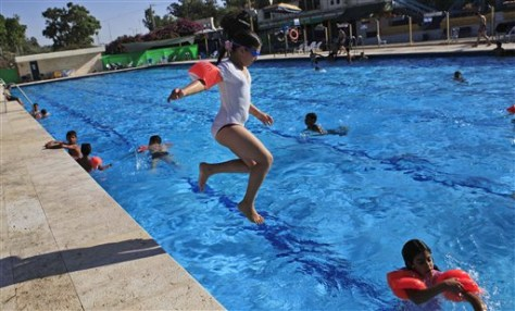 Image: Israeli children swim
