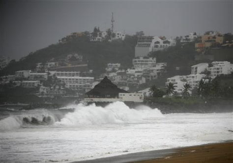 Image: Storm on Manzanillo beach
