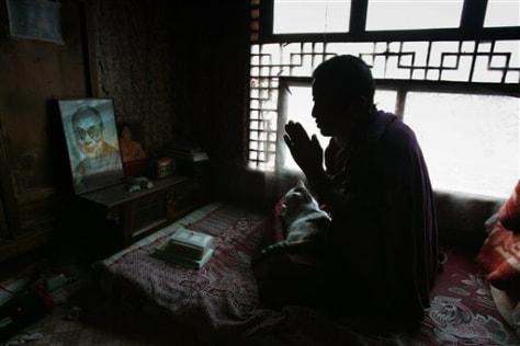 Image: Monk makes reverential gesture