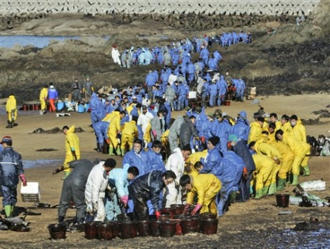 IMAGE: OIL SPILL CLEANUP