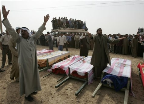 Image: Funeral for people killed