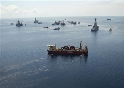 Image: Vessels at at the site of the Deepwater Horizon oil spill