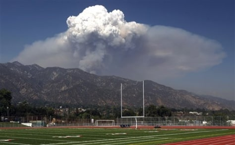 Image: Smoke from the Station Fire hangs over the Angeles National Forest