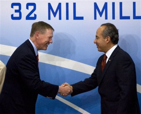 Image: Ford CEO Alan Mulally and Mexico's President Felipe Calderon