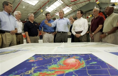 Image: Bush with government officials