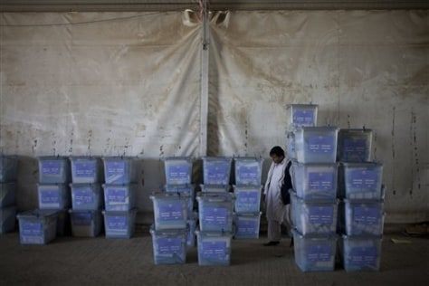 Image: Afghan election worker