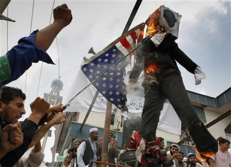 Image: Afghans burn an effigy