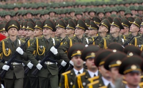 Image: Belarusian troops march