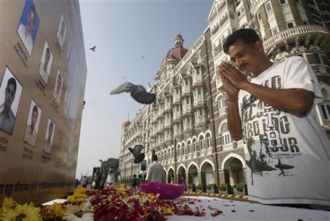 Image: A man pays homage to people killed in the Mumbai terror attack