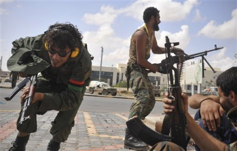 Image: Libyan revolutionary fighters attack pro-Gadhafi forces in Sirte