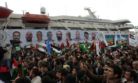 Image: Thousands cheer the return of the Mavi Marmara