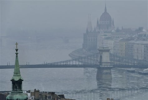 Image: Hungarian capital in smog, fog
