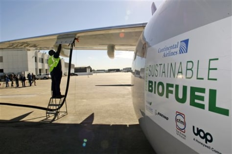 Image: 737 that used algae biofuel