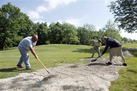 Image: Groundkeepers at Ohio's Deer Creek state golf course