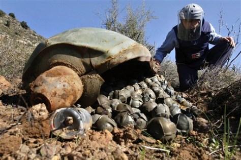 Image: Cluster bomb in Lebanon