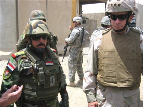 Image: Mchael Mullen in Iraq