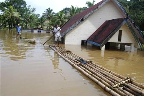 Image: Flooded Fijian village