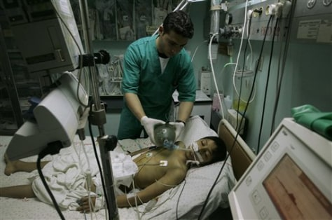 IMAGE: DOCTOR HELPS PATIENT IN GAZA