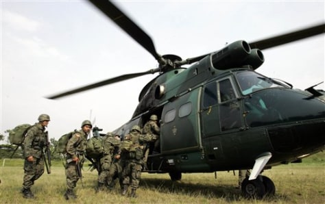 IMAGE: ECUADOR SOLDIERS BOARD HELICOPTER