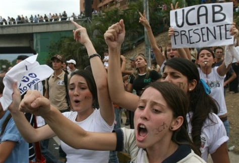 IMAGE: HIGH SCHOOL STUDENTS PROTEST AGAINST CHAVEZ