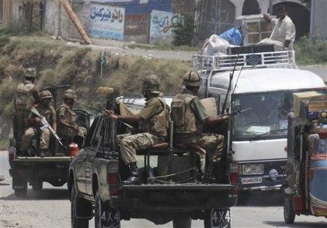 Image: Troops patrol Mingora, Pakistan