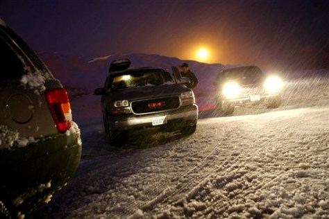 Image: Cars stopped at Snoqualmie Pass