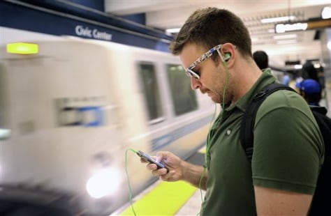 Cellphone thefts soaring coast to coast - US news - Crime & courts