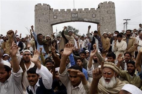 Image: Pakistani tribesmen chant slogans