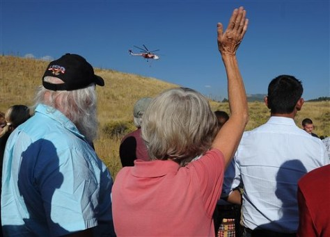Image: Residents affected by Colo. fire