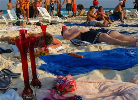 Image: Students on spring break in Cancun, Mexico