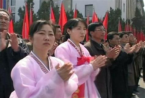 Image: N. Koreans clap