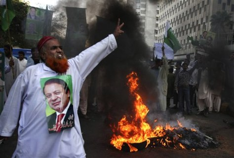 Image: Protest by Sharif's supporters