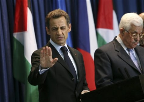 Image: Nicolas Sarkozy and Mahmoud Abbas