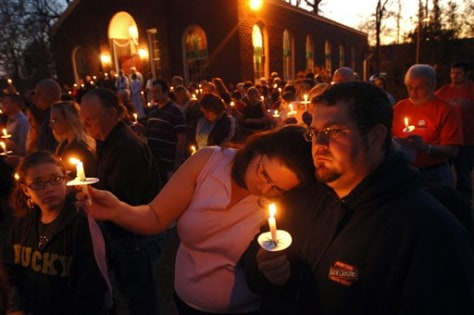 Image: Vigil for victims of refinery blast