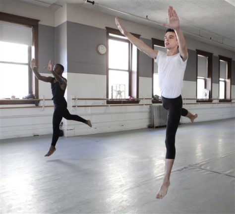 Images: Modern dancers in Chicago performing arts