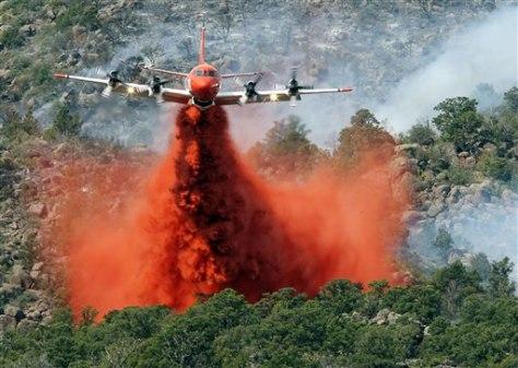 Image: Plane drops retardant