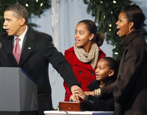 Image: Obamas lighting National Christmas Tree