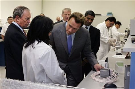 IMAGE: SCHWARZENEGGER AND BLOOMBERG AT FUEL CELL COMPANY