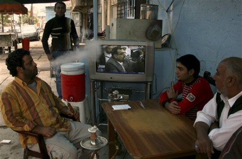 Image: Iraqis watch parliament debate