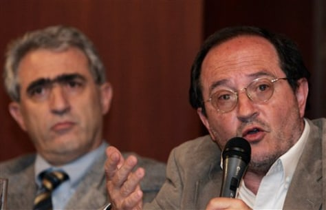 Image: Ecuador officials