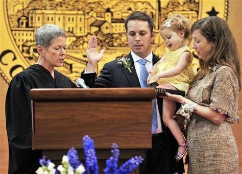Image: Cammarano being sworn in as mayor