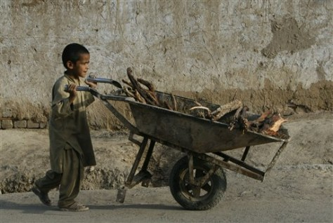 Image: Afghan child pushes a cart
