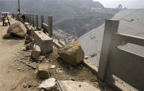 Image: China quake damage