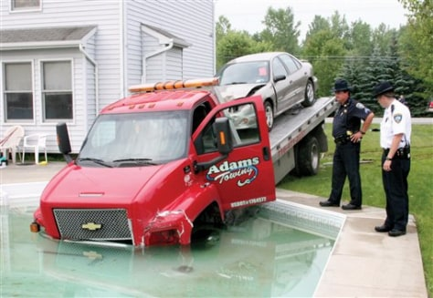 Image: Texting tow truck in pool