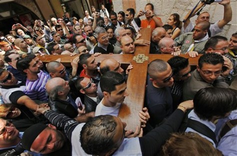 Image: Worshippers carry cross