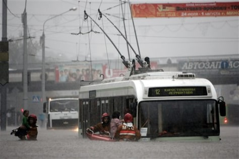 Image: Flooded bus