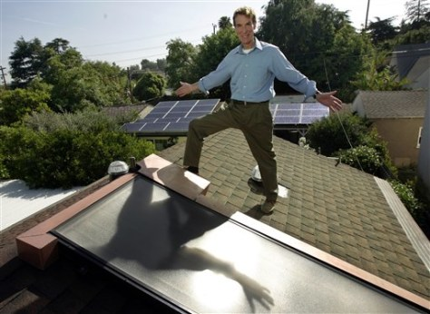 IMAGE: BILL NYE SHOWS SOLAR PANELS ON ROOF