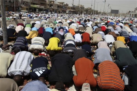 Image: Shiite Muslims pray