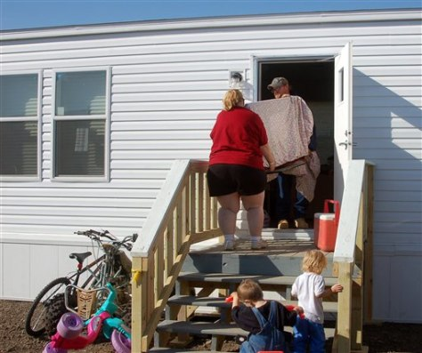 Image: Couple move into temporary home
